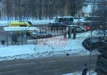 Внедорожник снес остановку и сбил пешехода в Калуге